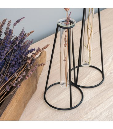 Jarrón de vidrio tipo tubo con soporte negro