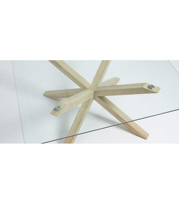 Mesa de comedor rectangular AIRE, con patas de madera y sobre de vidrio.
