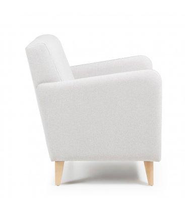 Sillón tapizado en color beige con patas de madera KUPI