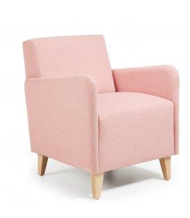 Sillón tapizado en color rosa palo con patas de madera KUPI