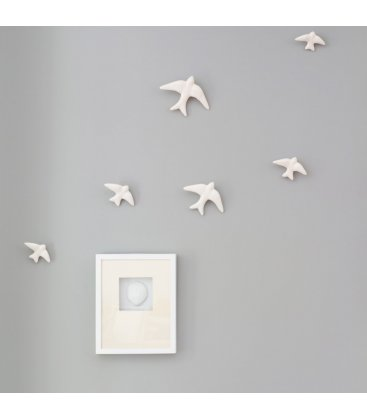 Golondrinas blancas de cerámica esmaltadas.