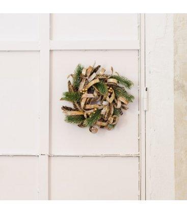 Corona de navidad de piña, madera y abeto.