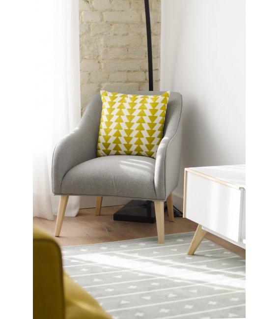 Sillón tapizado en color gris con patas de madera HALL