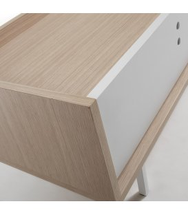 Mueble TV color roble natural y pies en metal lacados en blanco ERLA