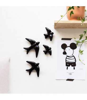 Golondrinas negras de cerámica esmaltadas.