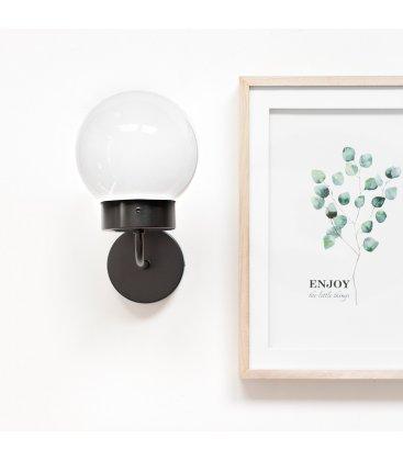 Aplique lámpara de pared negra y tulipa cristal opal bola ATOM
