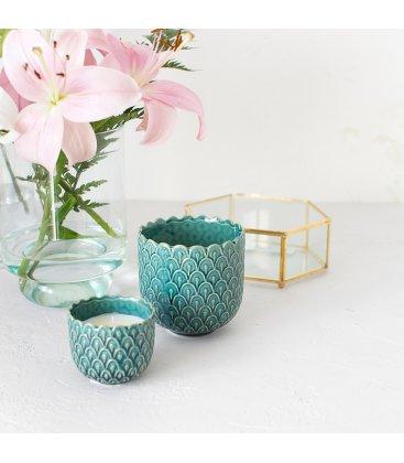 Vela aromática de orquídea en vaso cerámico pequeño