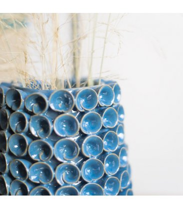 Jarrón cerámico esmaltado azul con relieve TUSE