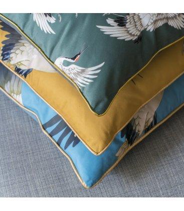 Cojín azul de tacto suave y estampado de garzas TURI 45x45cm