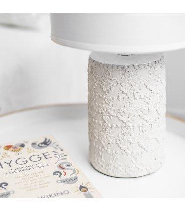 Lámpara de sobremesa blanca de cemento con textura y tulipa tela algodón (2 tamaños)
