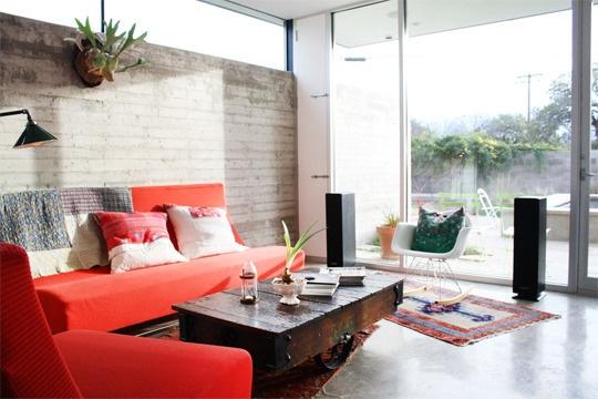 Consultorio gratuito busco muebles para combinar con un - Salon con sofa rojo ...