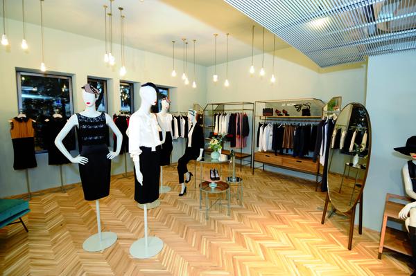 Reformas de diseño locales tiendas madrid interioristas decoradores economicos