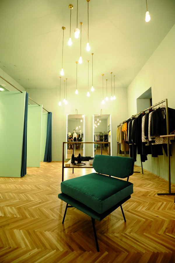 Ejemplo de interiorismo en tiendas max co madrid r de for Cursos de interiorismo madrid