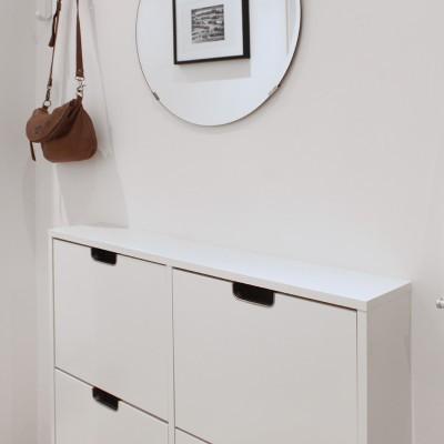 Los muebles son sencillos y funcionales. Combinan piezas de la firma sueca Ikea con otras de reconocido diseño.
