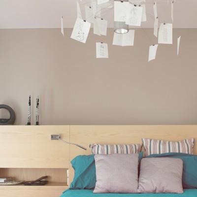 En el dormitorio principal se diseñó un cabecero a medida para aprovechar al máximo la pared disponible.