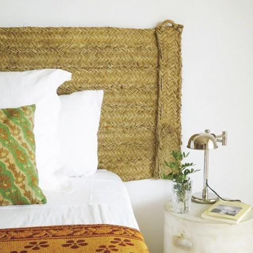 Decorar con objetos de esparto: alfombras, puffs, cabeceros, cestos, toldos. R de Room Interiorismo Madrid.