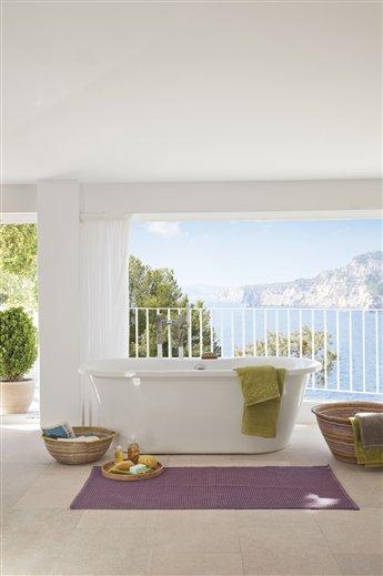 Deco finde un ba o de lujo r de room interiorismo y for Baneras vistas