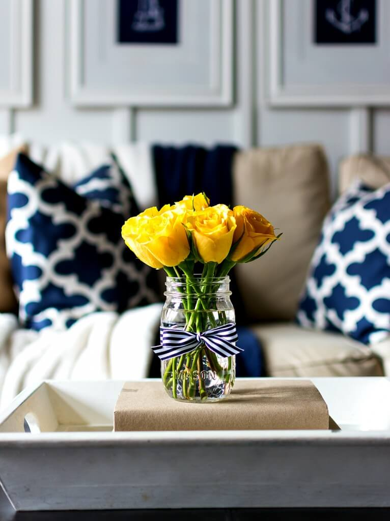 R de Room BLOG. Un salón decorado con estilo navy.