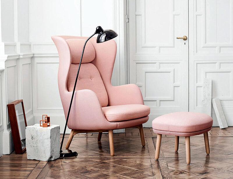 Ambiente interiorismo rosa millennial by R de Room. Butaca fritz hansen