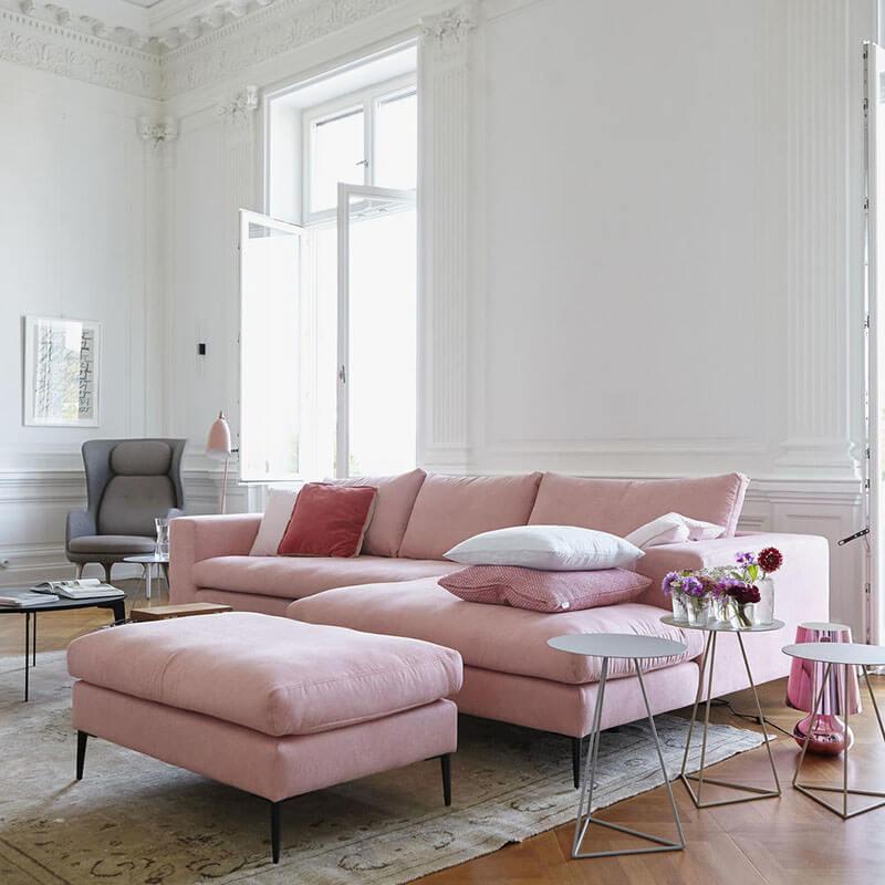 Salón con toques rosa millennial.