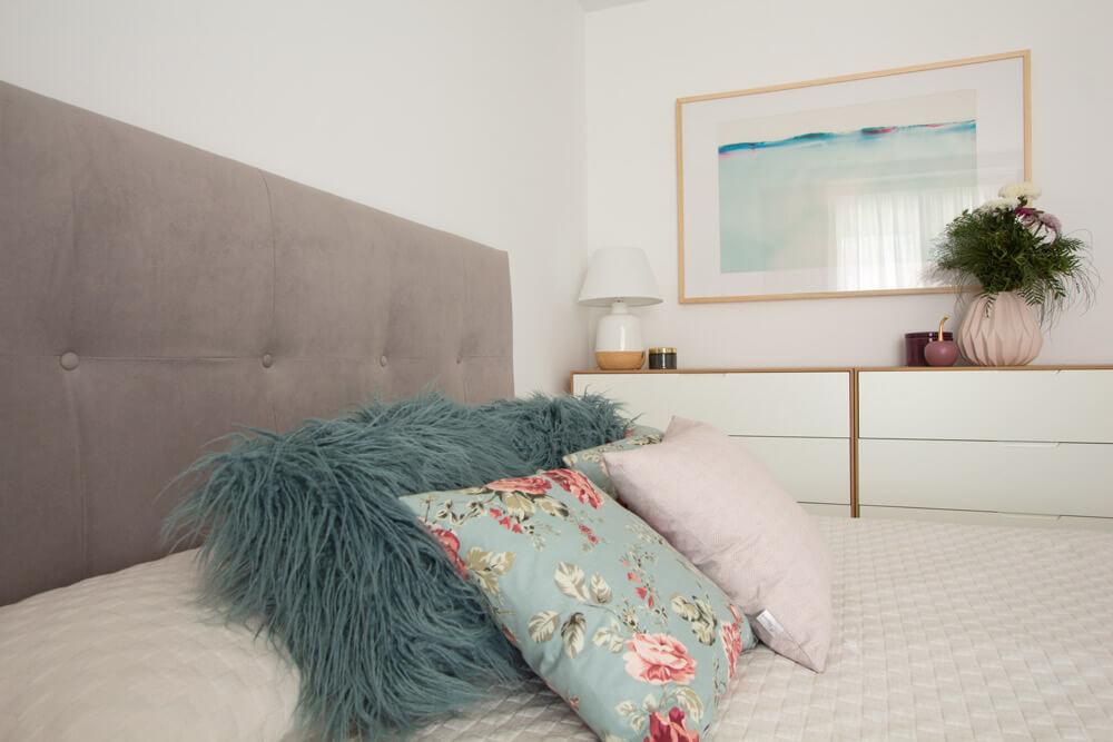 Proyecto de interiorismo en Aravaca (Madrid) por R de Room. Diseño de dormitorio principal.