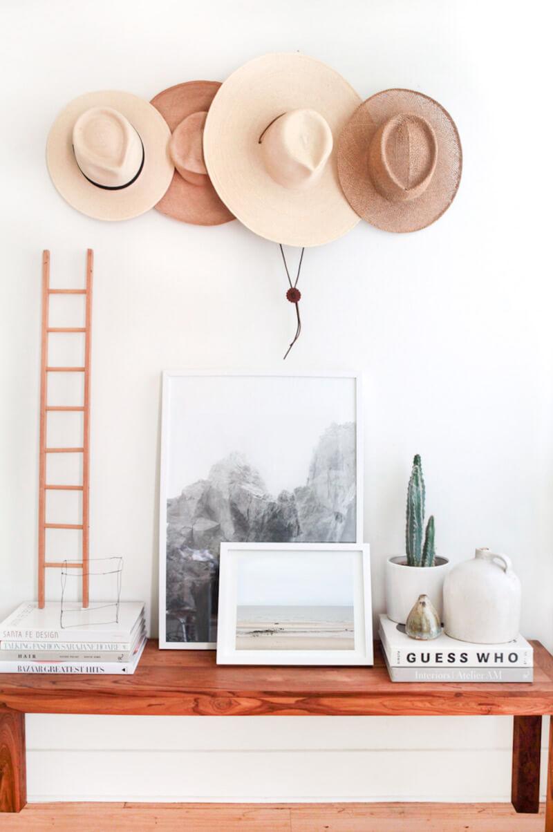 Decorar paredes sin cuadros - sombreros