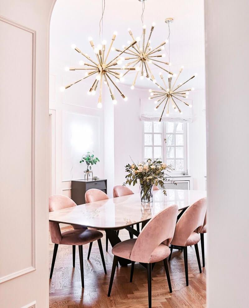 Tendencia deco: terciopelo. Guía de estilo para tener una casa con clase. Sillas rosas.