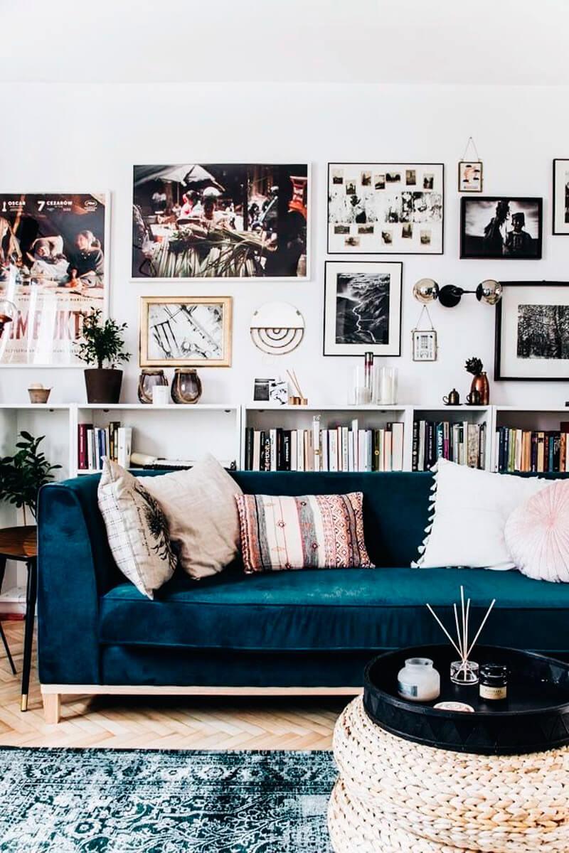 Tendencia deco: terciopelo. Guía de estilo para tener una casa con clase. Sofá azul.