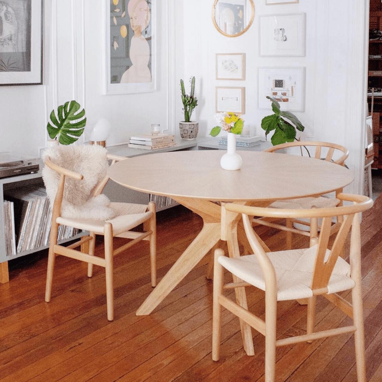 ¿Cómo elegir una mesa de comedor? Modelo circular Borne de R de Room.
