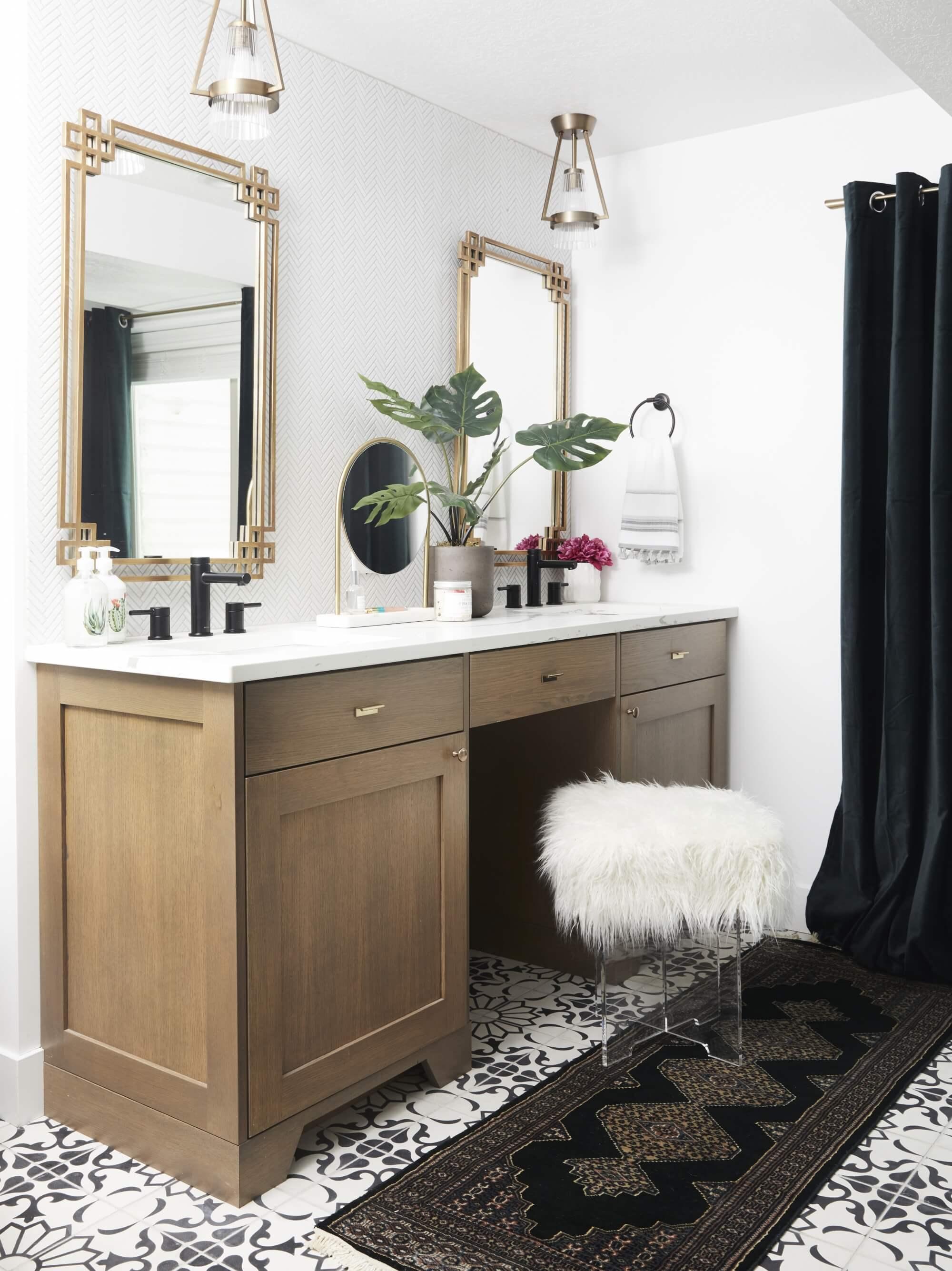 Tendencias en baños en 2019. Aparadores y cómodas adaptados como muebles de lavabo.