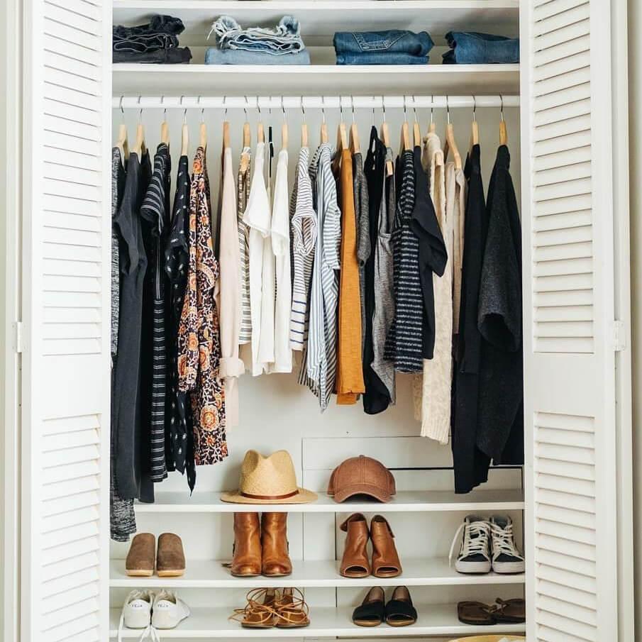 Diseñar bien un armario. Consejos para planificar interiores de armarios y vestidores. Tabla de ropa.