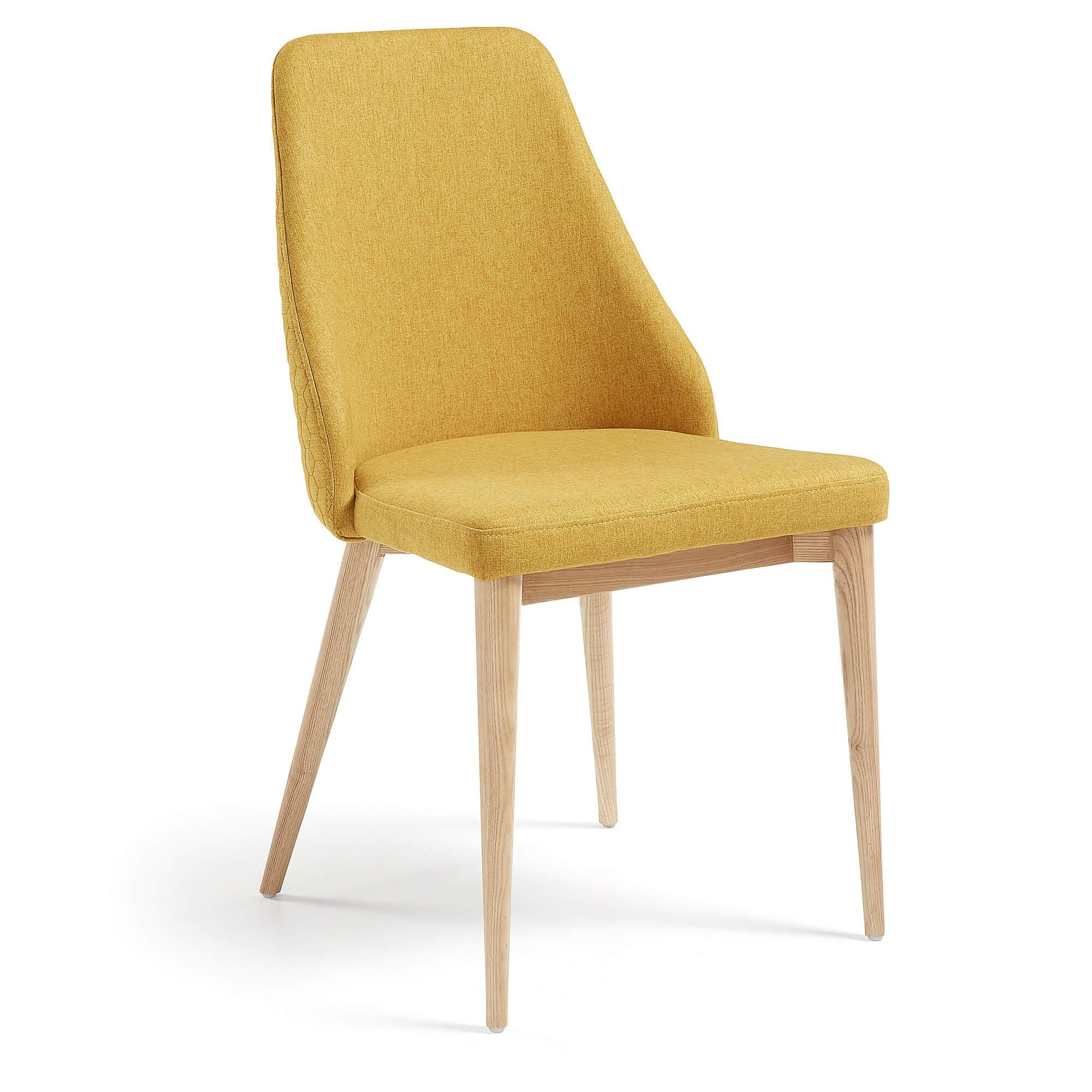 R DE ROOM silla de comedor color mostaza. Parte exterior del respaldo con pespuntes de formas hexagonales. Silla muy cómoda.