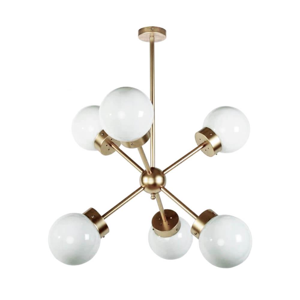 R DE ROOM lámpara de techo ATOM. Lámpara dorada de seis brazos y tulipas opales. Lámpara suspendida.