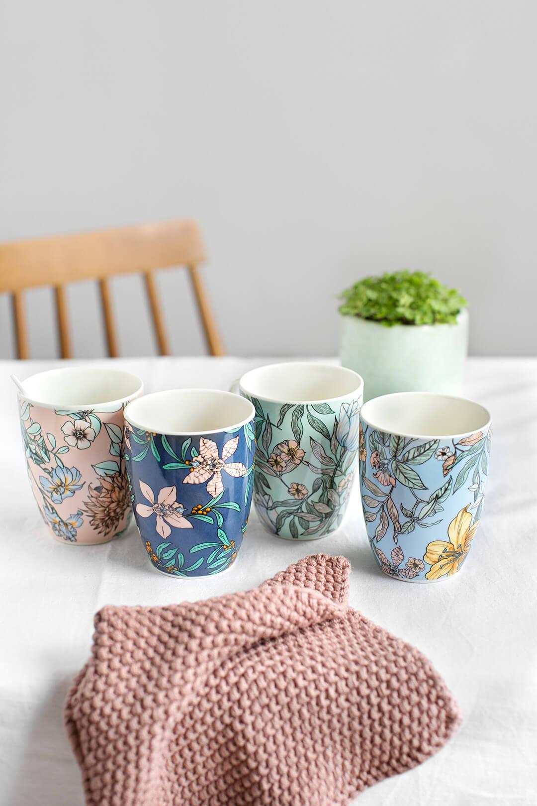 Tazas de porcelana XL con estampado de flores (4 colores).