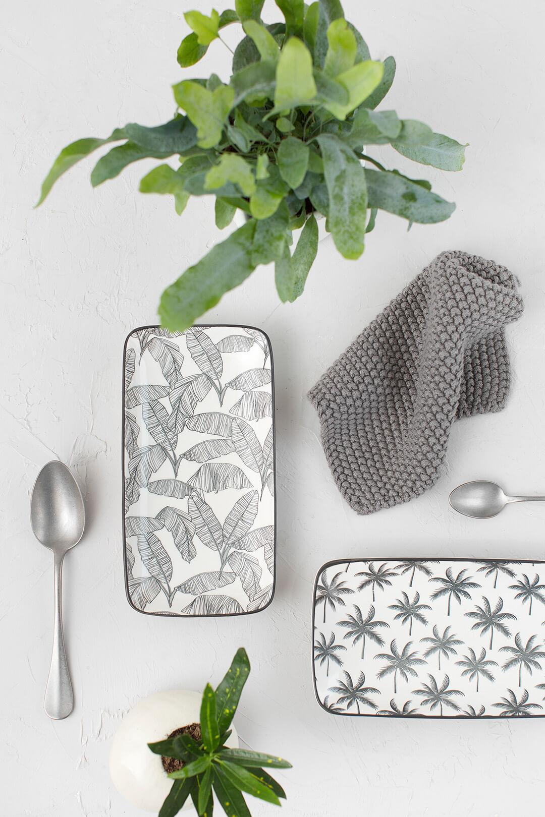 Bandeja rectangular de cerámica estampado palmeras y hojas