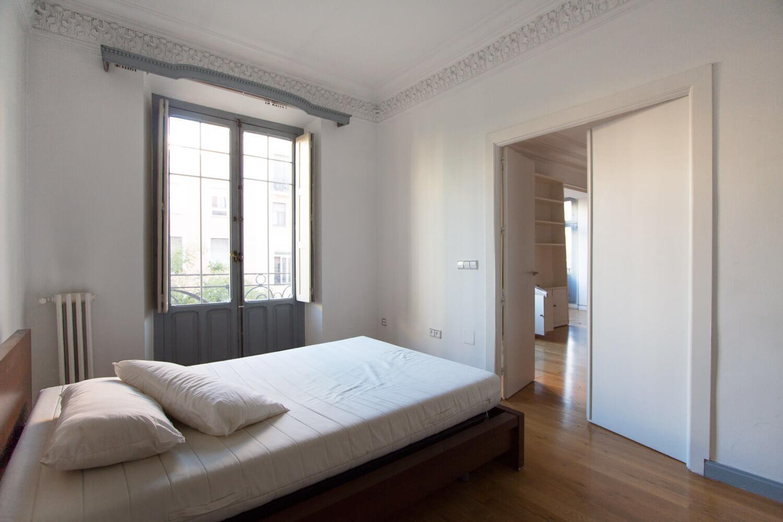 Proyecto de reforma en Chamberí (Madrid). Estado previo del dormitorio principal..