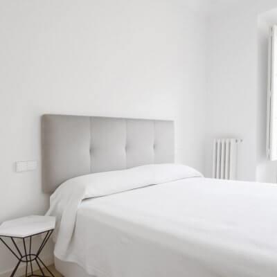 Proyecto de reforma en Chamberí (Madrid) de R de Room. Dormitorio principal.