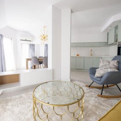 Cambio de imagen de un apartamento de alquiler_proyecto de interiorismo_estar-cocina-comedor_open concept