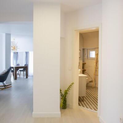 Cambio de imagen de un apartamento de alquiler_proyecto de interiorismo_vestíbulo