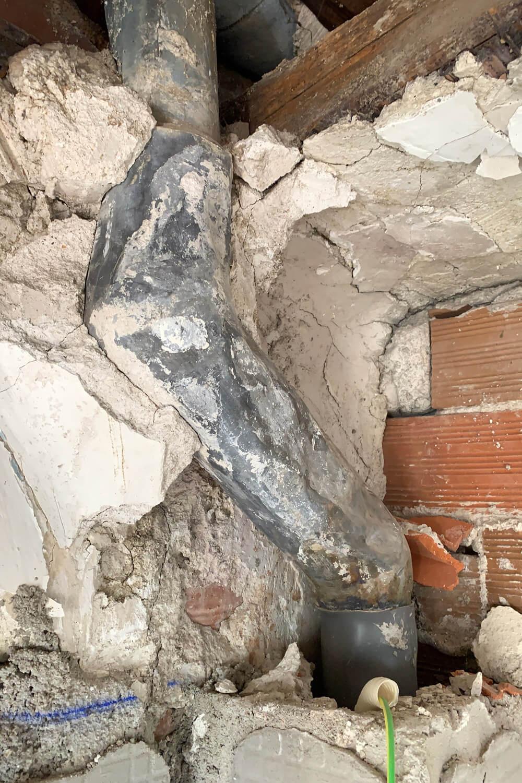 R DE ROOM BLOG-imprevistos en la obra-que debe pagar la comunidad-instalaciones comunes en mal estado-bajantes de materiales obsoletos