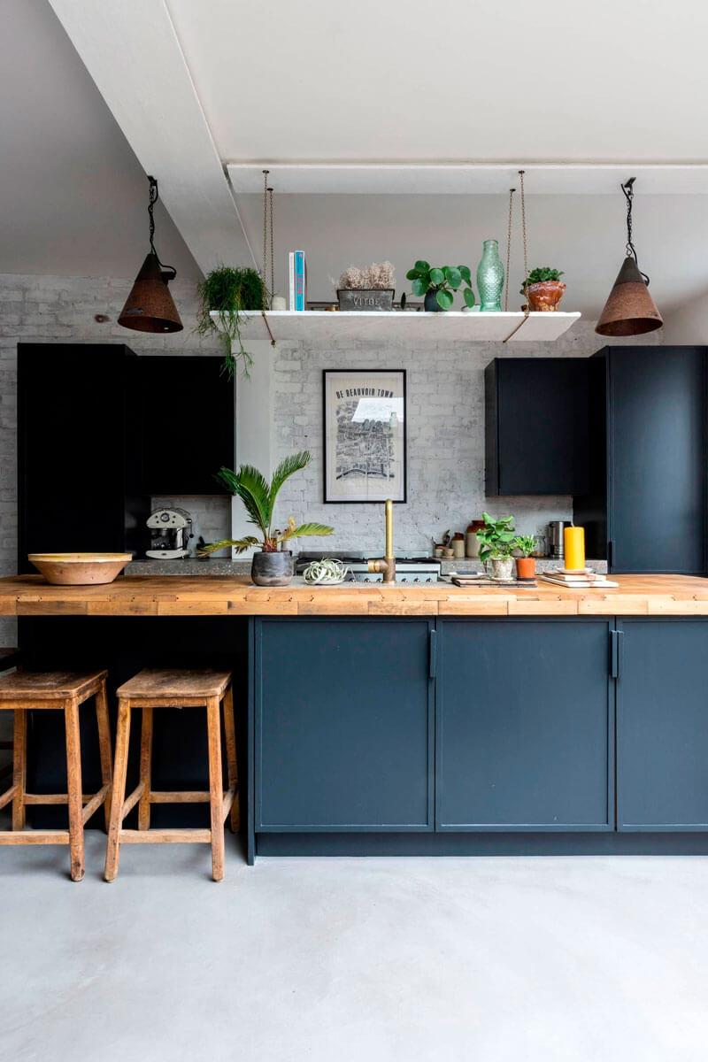 Cocinas de colores de los que no te cansarás; gris grafito