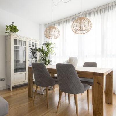 R de Room_interiorismo de vivienda en Montecarmelo_Madrid_salón_comedor_estar_livingroom_ambiente nórdico cálido_toques de color