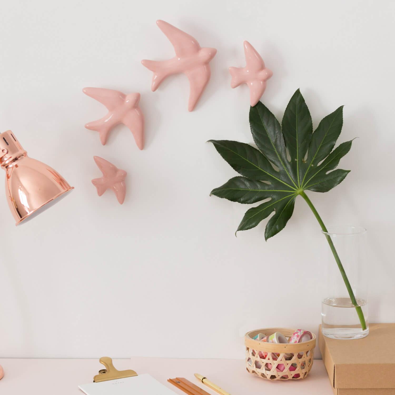Pack 4 golondrinas rosas de cerámica esmaltadas.