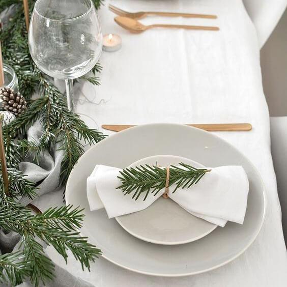 Ideas sencillas para decorar una mesa de Navidad de estilo moderno